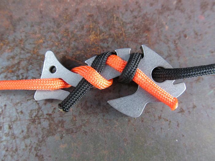 Piranha — металлическая рыбка, которая связывает верёвки не используя узлов