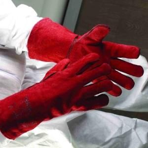 Где помогут краги, там бесполезны латексные перчатки